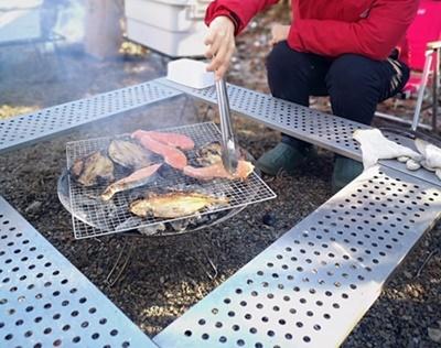 焚き火台とテーブルイメージ